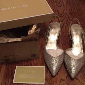 Michael Kors Gold Eliza pumps - brand new - size 9